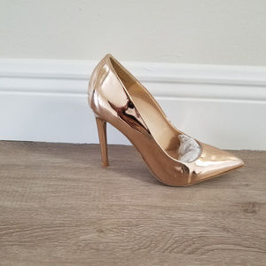 Shoes - Rose Gold Metallic Pointy Toe Pump