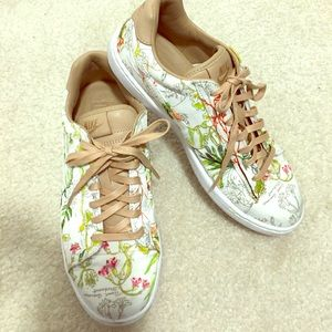 Nike liberty collaboration tennis shoe
