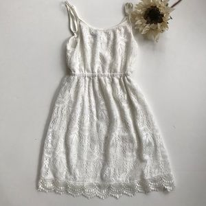 White lace-like mini lined casual shirt/mini dress