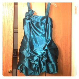 Dresses & Skirts - Emerald homecoming dress