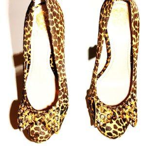🔥 Vince Camuto Leopard Print Studded Pumps.