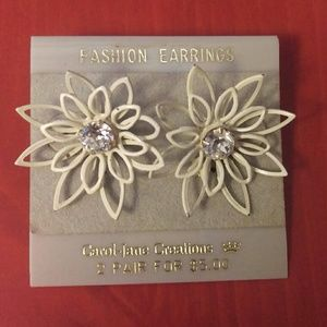 True vintage earrings-Carol-Jane Daisy