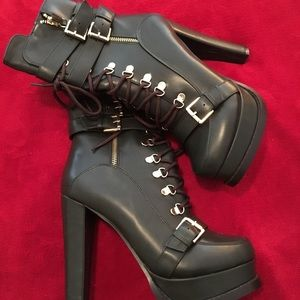 Shoes - Combat bootie