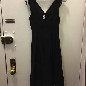 Flowing v-neck knee length dress