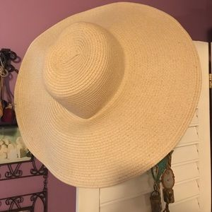 Big floppy brimmed hat