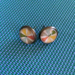 Color wheel stud back earrings