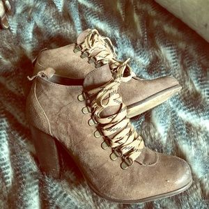 Boutique 9 ankle boot lace up