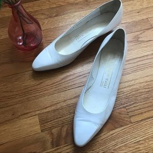 Vintage Bruno Magli white leather low heels size 9