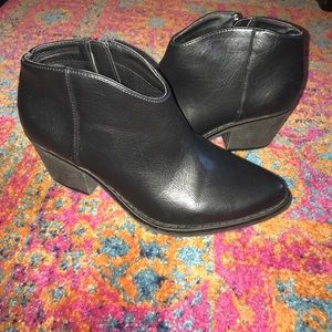 Forever 21 Black Ankle Booties Size 6.5