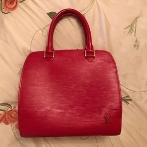 Louis Vuitton Pont Neuf bag in Red Epi leather