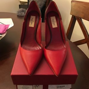 Valentino Red Pumps - Size 8.5, elegant and classy