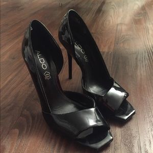 SEXY BLACK PATENT LEATHER HEELS BY ALDO