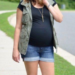 Old Navy maternity jean shorts. Size medium