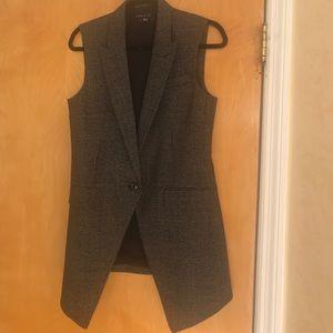 Classic blazer sleeveless.