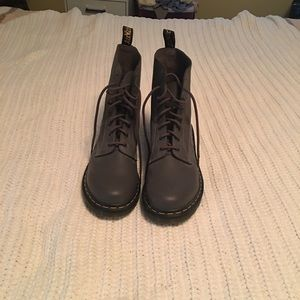 Dr. Martin Boots NWOT