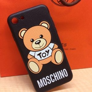 •$150 RETAIL• MAKE OFFER AUTH MOSCHINO IPHONE CASE