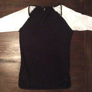 Victoria's Secret s/s black and white tunic top S