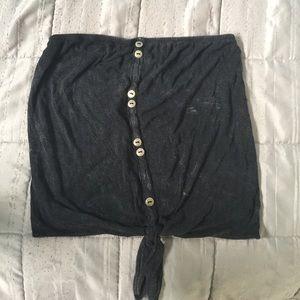 Sleevless black top