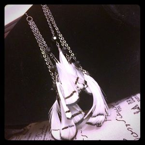 EUC. LONG Black and White Feather Chain earrings