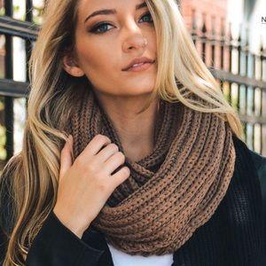Chunky Knit Infinity Scarf in Mocha
