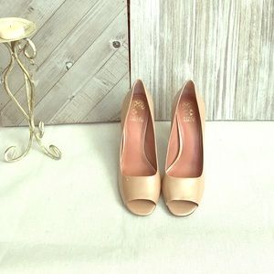 Vince Camuto patten leather peep toe heels 👠