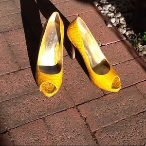 Cute curry colored pumps