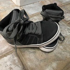 Osiris boys shoes.
