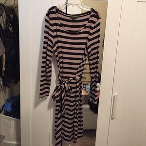Banana Republic long sleeve belted stripped dress