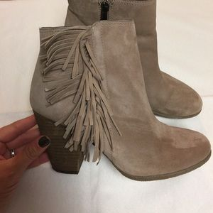 Vince Camuto Women's Fringe boots - taupe size 8