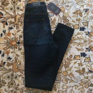 High waisted NWT Fashion Nova Jeans