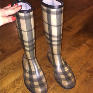 Authentic tall Burberry rain or snow boots size 39