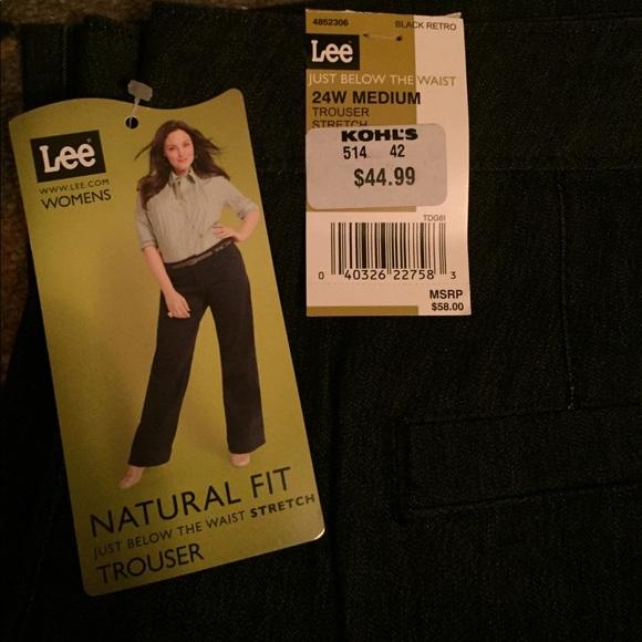 NEW Ladies Lee Natural Fit Khaki Flat Front Just Below Waist Shorts Stretch NWT