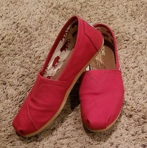 Lightly used womens red Toms size 7.5