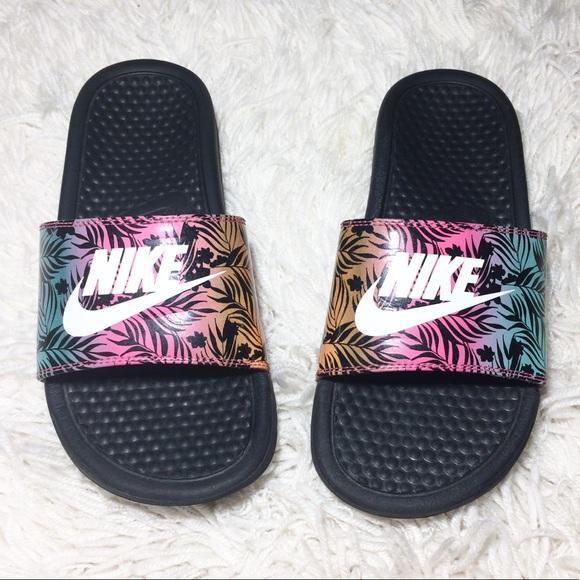 promo code b46d1 8d411 Nike Floral Design Slides Size 7