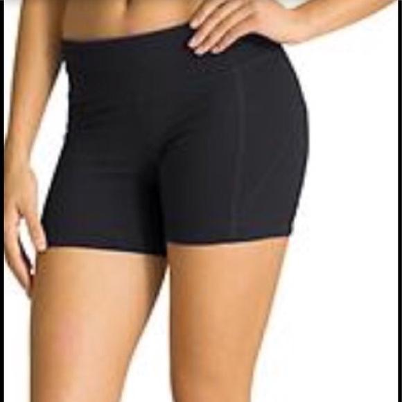 b18c265edd49a Athleta Shorts | Very Cute Yoga Short | Poshmark