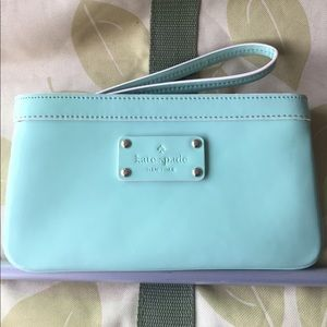 BEAUTIFUL kate spade patent leather teal wristlet