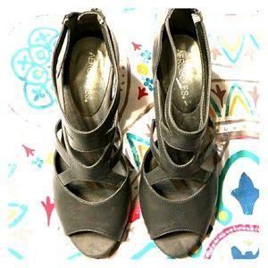 7.5 Gray Aerosoles Heels