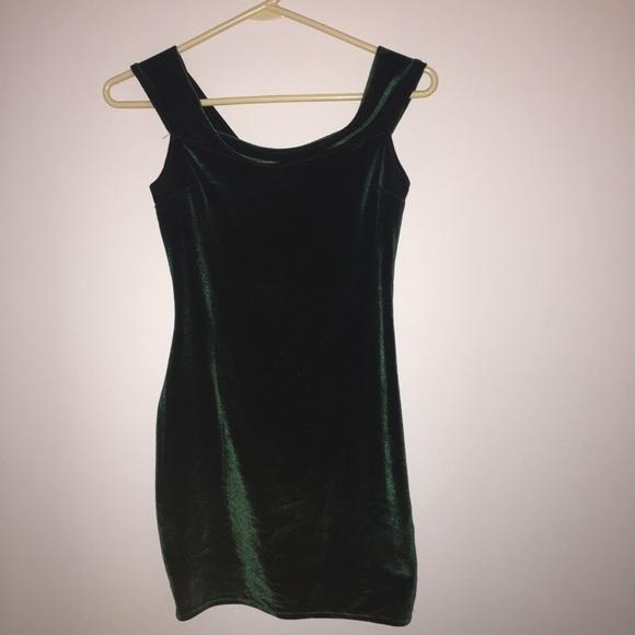 ea373778c6e1 UO Off-The-Shoulder Velvet Bodycon Dress. M 59ed3c897f0a052fc70ae042