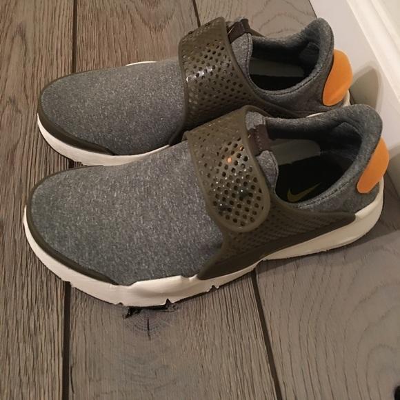 Nike Shoes - Like New NIKE Sock Dart- Olive Green Size 8 1fb1fd326