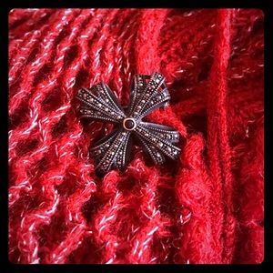 Marcasite brooch with small red stone 8