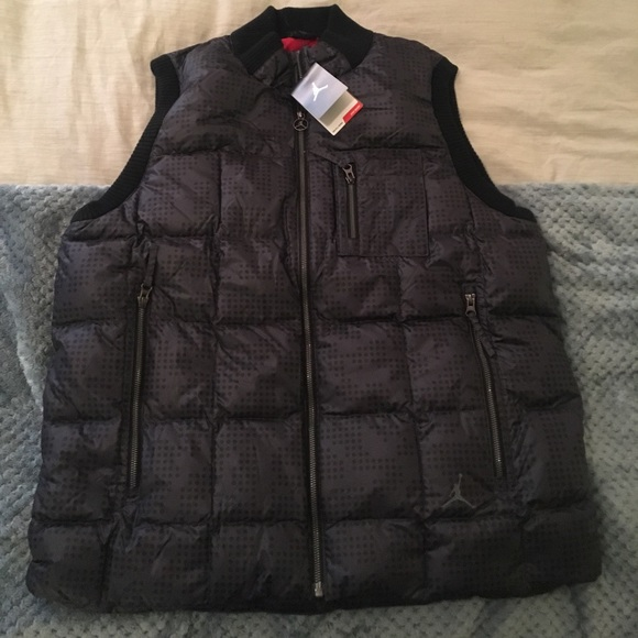 low priced 6719f 4200a Men s Jordan 550 fill down vest.