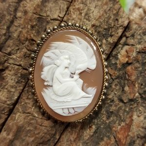 Vintage White on Brown Cameo Brooch