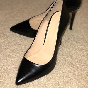 Zara Leather Court Shoes (Black high heels)