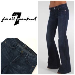 """7 For All Mankind """"The Trouser"""" Flare Leg 👖"""
