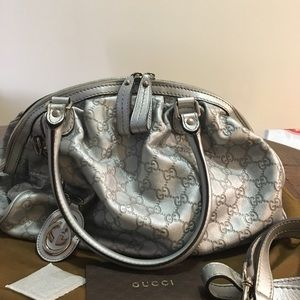👜GUCCI LEATHER GG EMBOSSED HANBAG👜 pristine