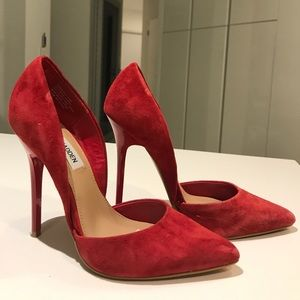 Steve Madden varcityy in 7.5 red suede gorgeous👠