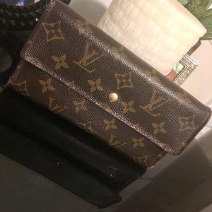 🚨 Auth Louis Vuitton Trifold Wallet Clutch
