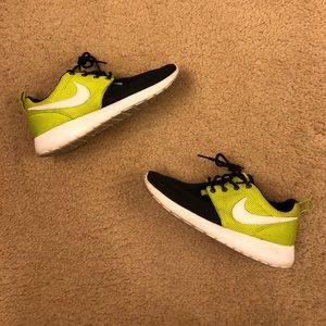 Nike Roshe Run 4Y or 5.5 W