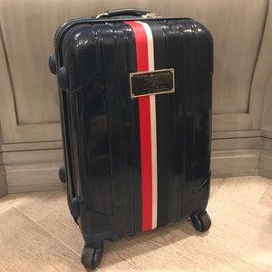 Tommy Hilfiger hardshell roller suitcase