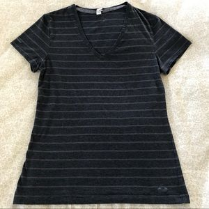 Under Armour Striped V-Neck T Shirt Size M